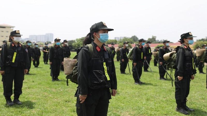 Cả nước 'chia lửa' cùng Bắc Giang 'chiến đấu' với COVID-19